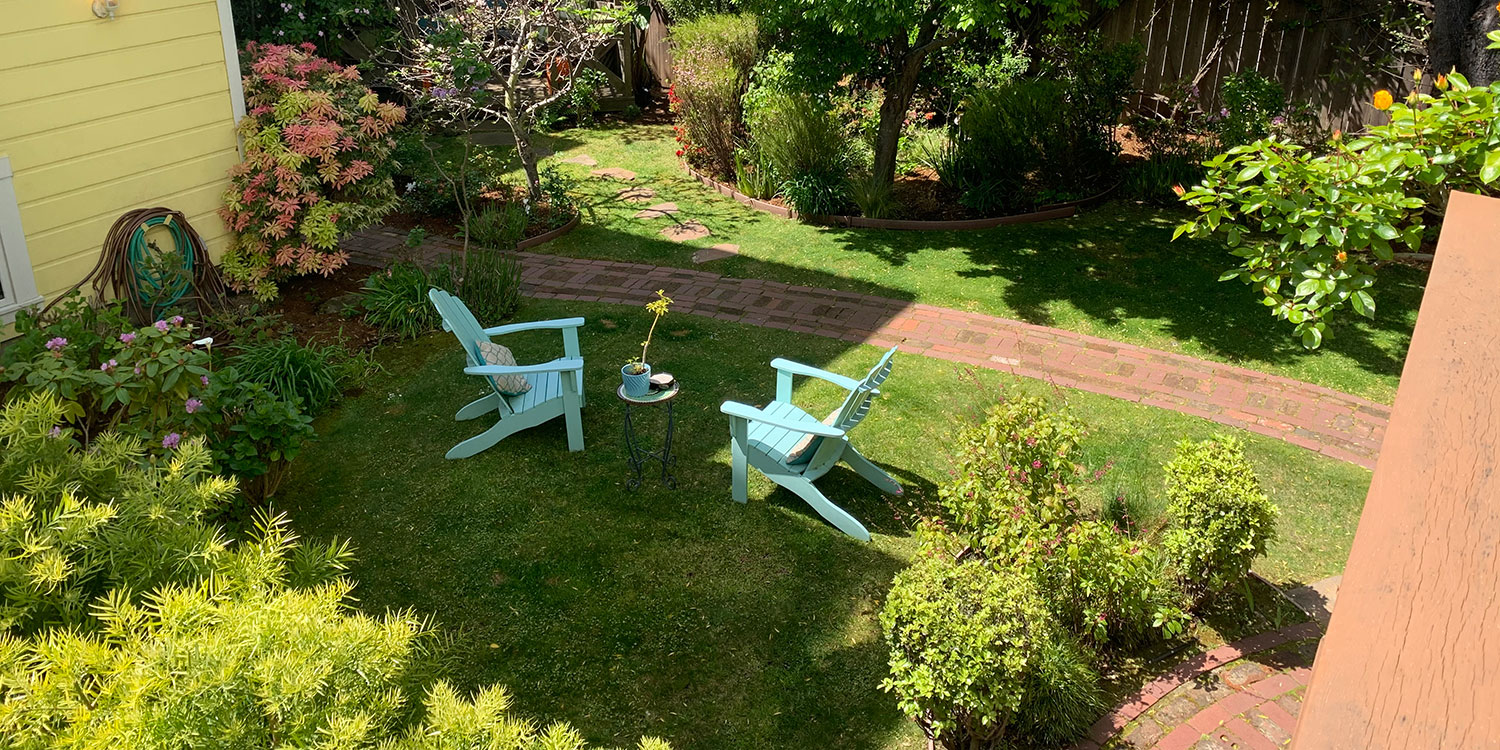 RELAX IN OUR EXQUISITE GARDENS AND COMMON AREAS
