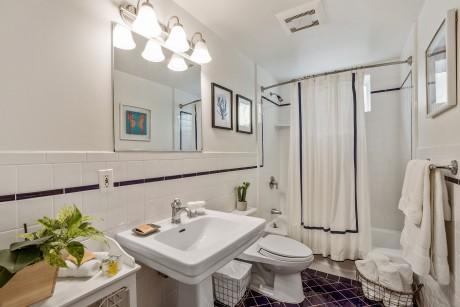 Parker Guest House - Guest Bathroom