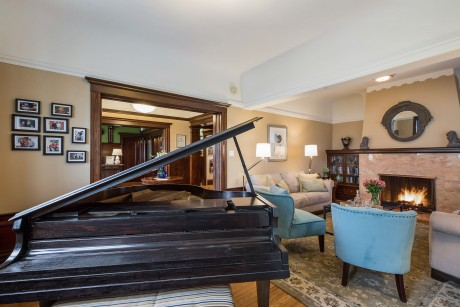 Parker Guest House - Grand Piano